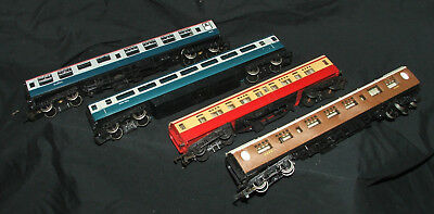 Hornby x 4 mixed train carriages - OO Gauge