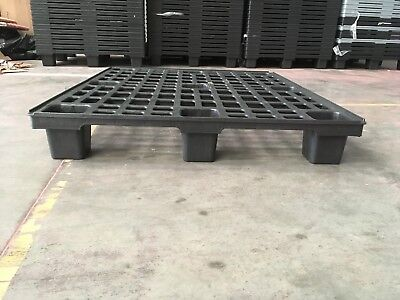 used plastic pallets AUER