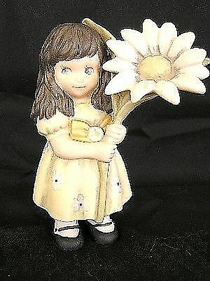 """Pretty As A Picture """"LOVE HONORS ALL THINGS"""" Girl Holding GIANT Daisy NEW"""