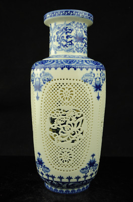 AlCollection Rare CHINESE Blue and White PORCELAIN HOLLOW OUT PORCELAIN VASE e01