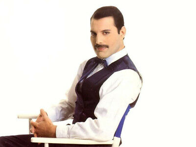 Freddie Mercury UNSIGNED photograph - M820 - Lead singer with Queen - NEW IMAGE!