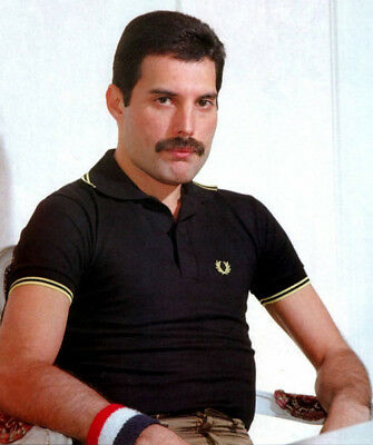 Freddie Mercury UNSIGNED photograph - M843 - Lead singer with Queen - NEW IMAGE!