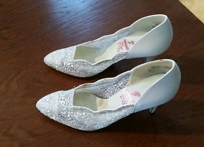 Vintage cream lace high heeled shoes-- Dolce by Pierre 6-1/2 M