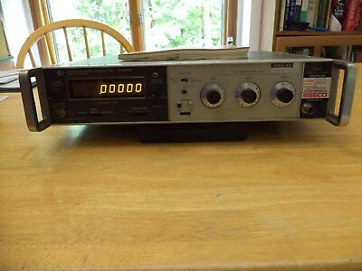 HP 8443 Tracking Generator with Service Manual (LED version) - Good Condition