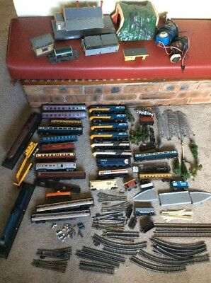 Job lot of model trains,Hornby,Lima carriages, track and other bits.