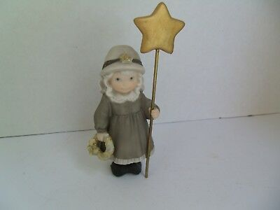 Kim Anderson, Bahner Figurines 1998,GIRL STANDING W/ GOLD STAR & WREATH #375594