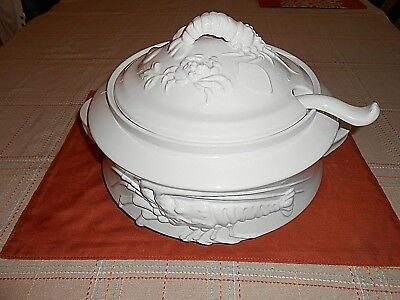 Large White Intrada Italian Oval Lobster Bisque Soup Tureen With Ladle Exallent