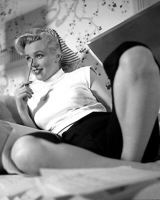 Marilyn Monroe Iconic Sex Symbol And Actress - 8X10 Publicity Photo (Da925)