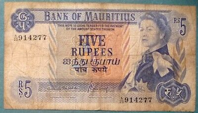 MAURITIUS 5 RUPEES NOTE FROM 1967. P 31 b , QUEEN,  SIGNATURE 3