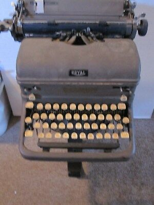 vintage royal typewriter,display or parts unit only