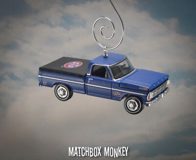 Vintage Style 1969 Ford F-100 Pickup Truck STP Christmas Ornament Adorno F100