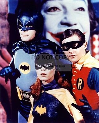 "Adam West, Burt Ward & Yvonne Craig In ""Batman"" - 8X10 Publicity Photo (Da975)"
