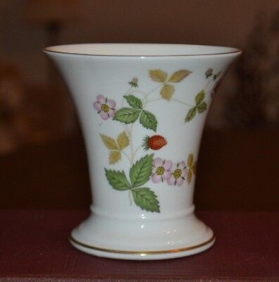 Wedgwood Wild Strawberry China Vase 3 12 In Made In England Ex