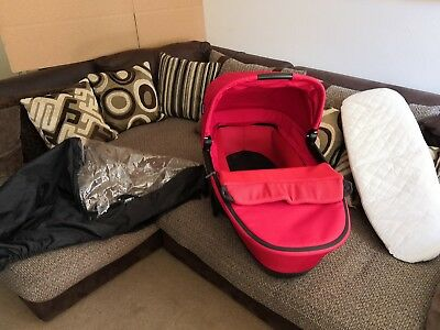 Stunning Maxi Cosi Foldable Carrycot in Intense red with Extras RRP £165