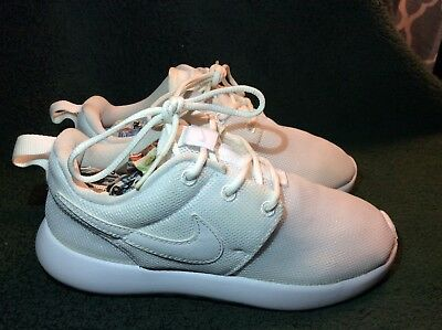 sale retailer 23819 540f4 NIKE Size 1 Youth Boy's Roshe One Sneakers