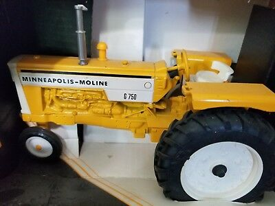 Ertl Minneapolis Moline G750 in box new Toy Tractor