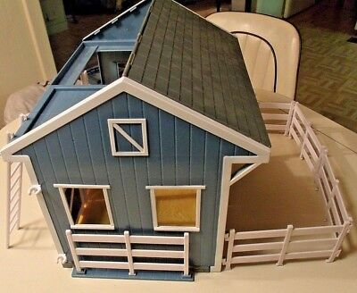 Breyer Horse Stable, Blue & White, Snaps together