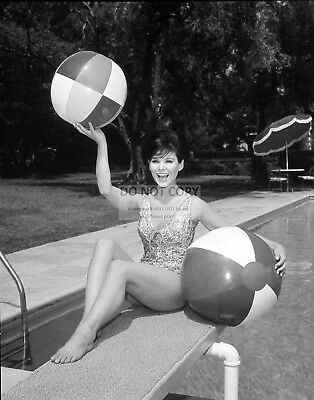 Actress Yvonne Craig Pin Up - 8X10 Publicity Photo (Dd276)