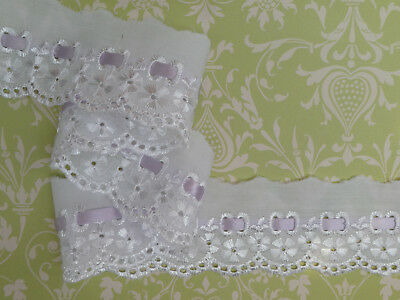 """Pale Peach Satin Embroidered Broderie Lace Trim 3.25/""""//8cm TOP SELLER 3 METRES"""