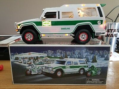 Hess Truck 2004 Sport Utility Veghicle with 2 Motorcycles