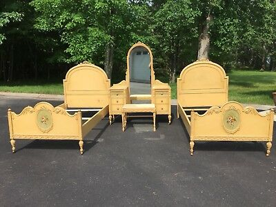 Antique Sligh Company  2 Twin Beds with Wood Roller Wheels And Vanity