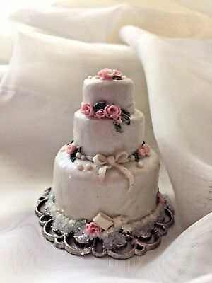 Dollhouse miniature handmade OOAK wedding cake.