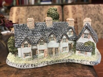 David Winter Craftsmens Cottages Hand Made Miniature Figurine - England 1985