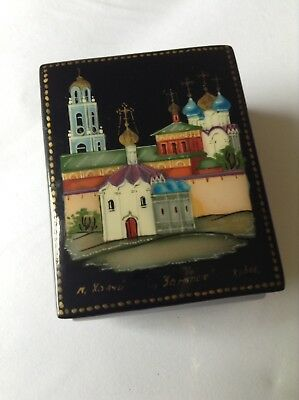 Russian Folk Art Pill Trinket Box Lacquer Paper Mache Signed Xoayh Hand Painted
