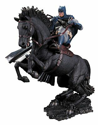 DC Collectibles - Batman - The Dark Knight Returns - Call To Arms - Statue