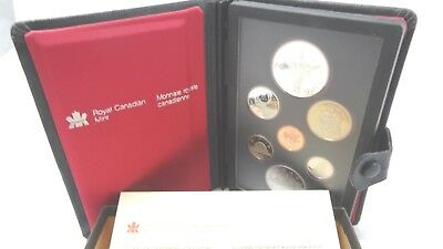 Royal Canadian Mint Set 1982 Double Dollar Silver Proof in Book