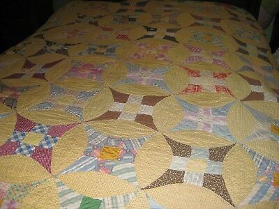 Vintage handmade quilt  dates back to 1910 Improved Nine Patch Circle w/ scallop