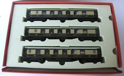 HORNBY RAILWAYS different Chinese made 'GOLDEN ARROW' Pullman Coaches x 3