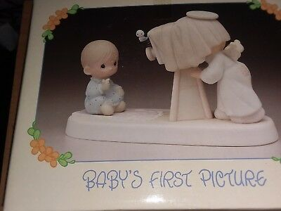 1983 PRECIOUS MOMENTS - BABY'S FIRST PICTURE - 1983 E-2841 NEW in Box