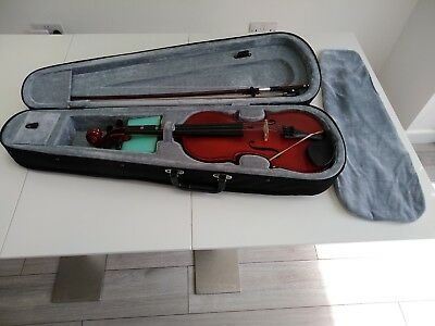 Full size Gear 4 Music violin with bow, case, sponge and rosin.
