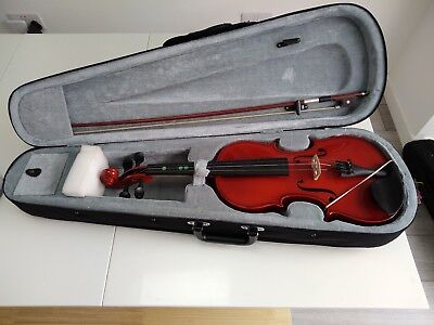 Fill size Gear 4 Music violin with bow, sponge, rosin and case.