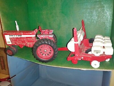 McCORMICK FARMALL 806 WITH SEED BOSS PLANTER