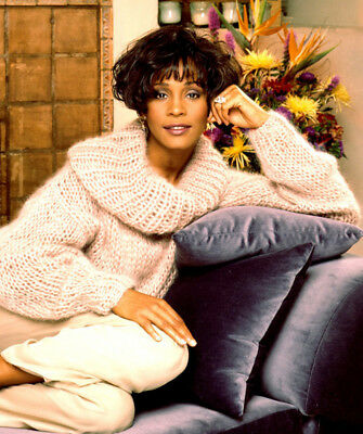 Whitney Houston UNSIGNED photo - M2527 - American singer and actress - NEW IMAGE