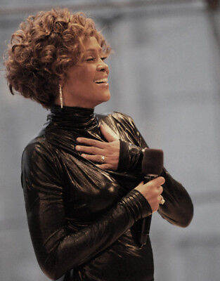 Whitney Houston UNSIGNED photo - M2532 - American singer and actress - NEW IMAGE