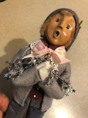 byers choice carolers woman/person in grey ``wrapped in tinsel . free shipping