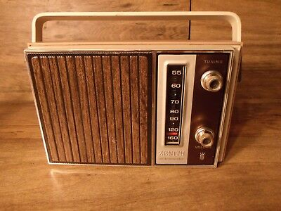 RARE Vintage 1960's Zenith Royal 39 portable table radio Exc Works *Worldwide*