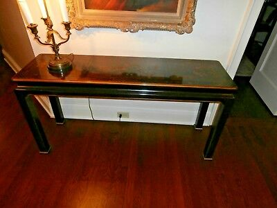 Lovely 1980's Henredon chinoisserie console table sideboard w/embossed birds