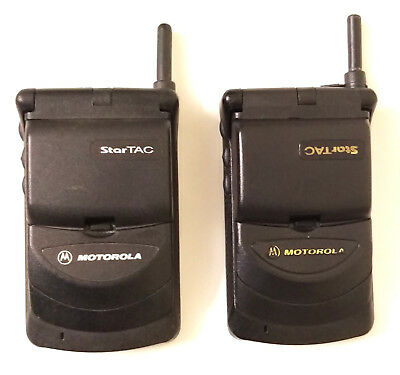 2 Pieces MOTOROLA STARTAC GSM UNLOCKED CELL PHONE FOR PARTS /REPAIR /COLLECTION.
