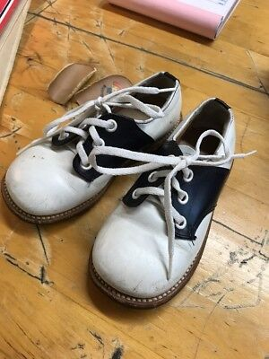 Vintage BUSTER BROWN Child Saddle Shoes GREAT Condition - Size 6 1/2 -  RARE