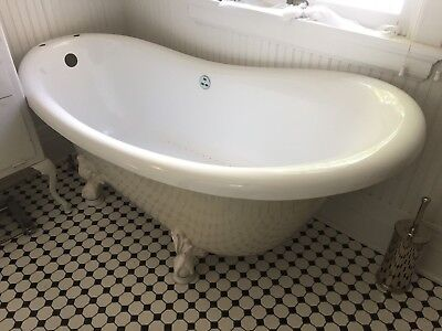 Victorian claw foot tub whirlpool in white acrastone mint condition