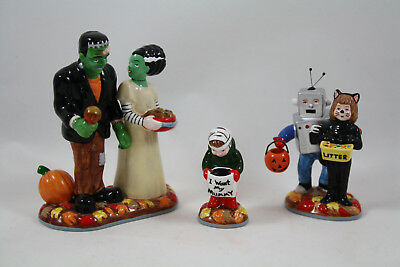 Department 56 Snow Village Treats For The Kids in Box, Halloween Figures