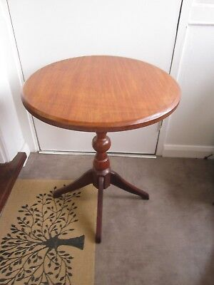 Vintage Retro Very Solid Large Round Occasional Display Side Table