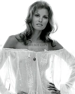 Raquel Welch Actress And Sex-Symbol Pin Up - 8X10 Publicity Photo (Rt059)