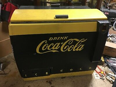 Coca Cola Cavalier CMC-D Drink Box Cooler Machine Late 1940's to Early 1950's
