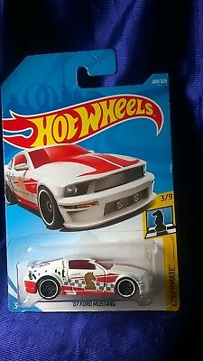 Hot Wheels '07 Ford Mustang Checkmate Series #3/9 Die-Cast 1:64 Scale Mattel