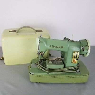 VINTAGE SINGER SEWING Machine With Carrying Case Green Model CAT NO Interesting Singer Green Sewing Machine